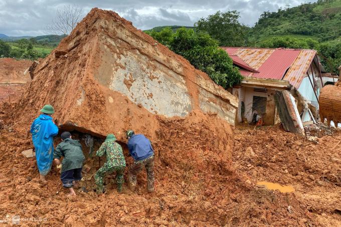 Hiện trường vụ sạt lở đất vùi lấp 22 quân nhân ở Quảng Trị, tháng 10/2020. Ảnh: Hữu Khoa