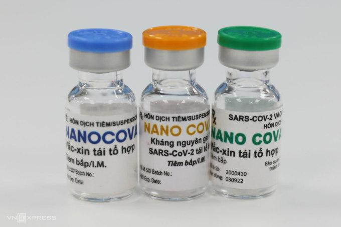 Vaccine Nanocovax cùng các mẫu thành phẩm là kháng thể dạng tiêm thuộc nhóm thuốc điều trị đặc hiệu Covid-19 do công ty Nanogen nghiên cứu và sản xuất tại Việt Nam. Ảnh: Quỳnh Trần