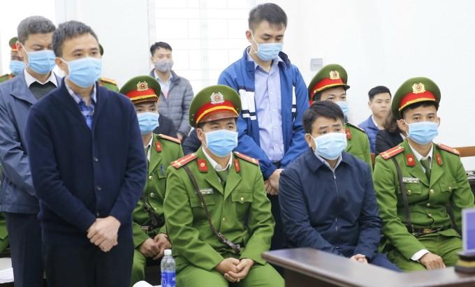 Ông Nguyễn Đức Chung ngồi hàng ghế đầu tại phiên toà ngày 11/12. Ảnh: TTXVN