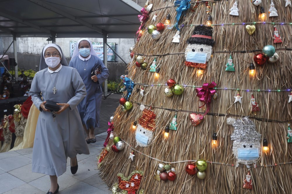 Giáng sinh trầm lắng khắp thế giới