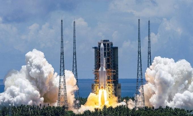 Tên lửa đẩy Trường Chinh 5  đưa tàu Thiên Vấn 1 tới sao Hỏa vào hôm 23/7. Ảnh: Xinhua.