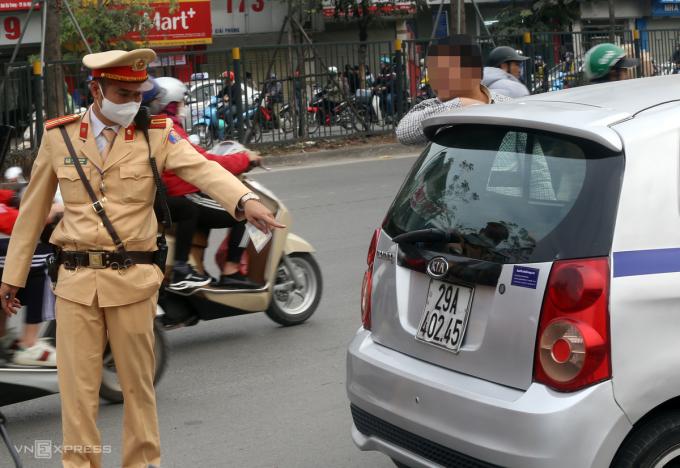 CSGT lật tẩy các chiêu che biển số của tài xế