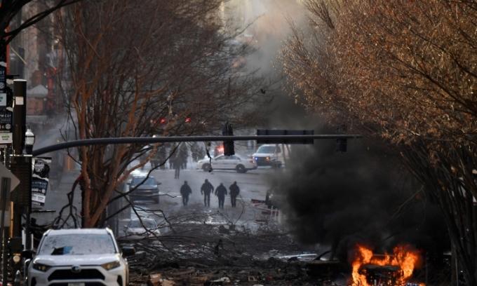 Hiện trường vụ nổ ở thành phố Nashville, bang Tennessee, Mỹ, sáng 25/12. Ảnh: Reuters.