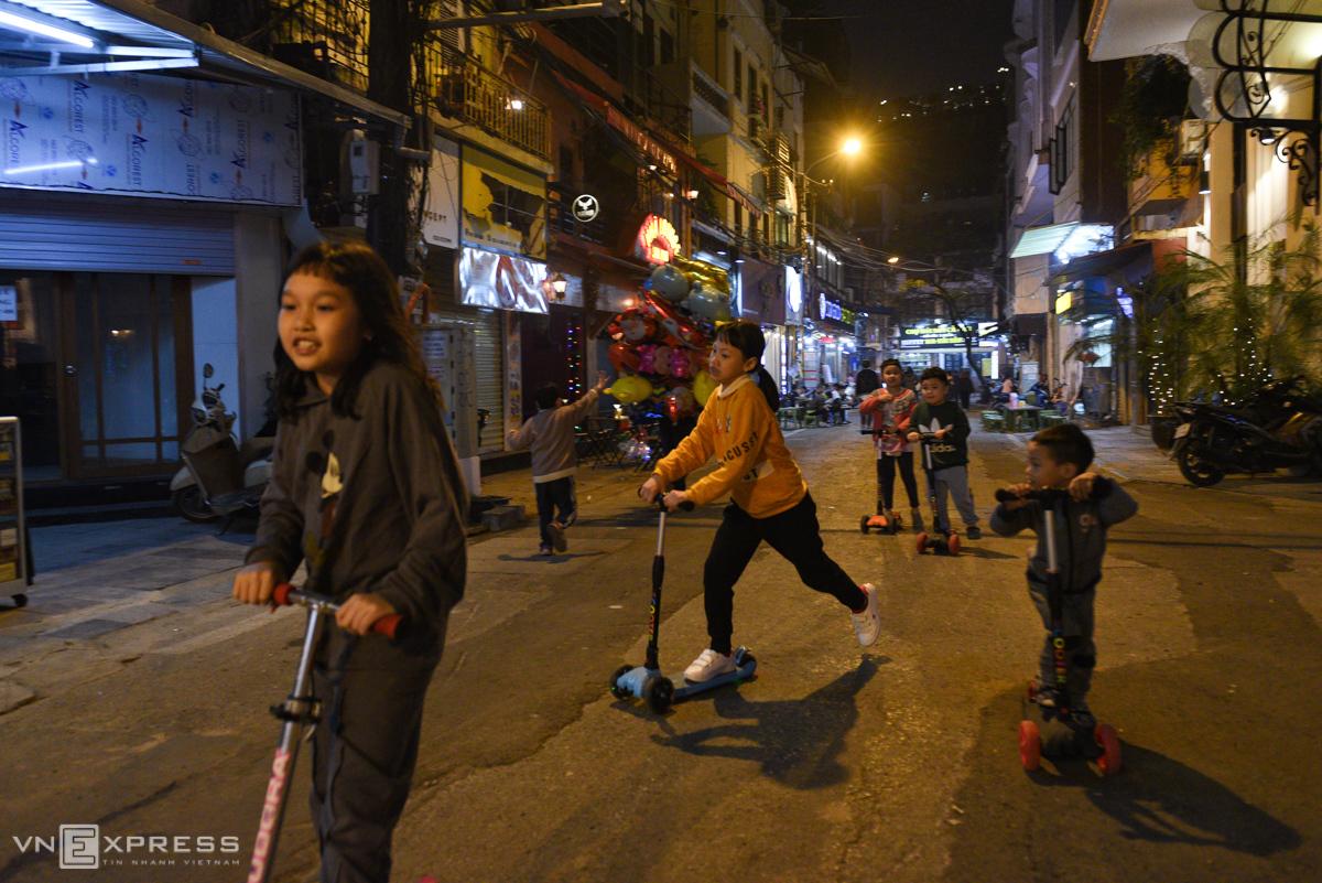 Phố đi bộ mới ở Hà Nội hút du khách