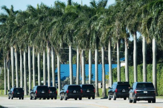 Đoàn xe chở Trump đến  Câu lạc bộ Golf Quốc tế Trump ở West Palm Beach, Florida, hôm 27/12. Ảnh: AFP.