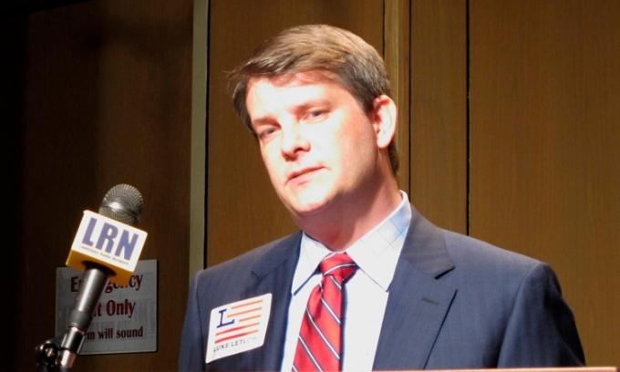Hạ nghị sĩ đắc cử Luke Letlow tại Louisiana, Mỹ, hôm 22/7. Ảnh: AP.