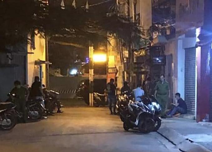 Cảnh sát khám nghiệm hiện trường tối 24/12. Ảnh:Đinh Sự.