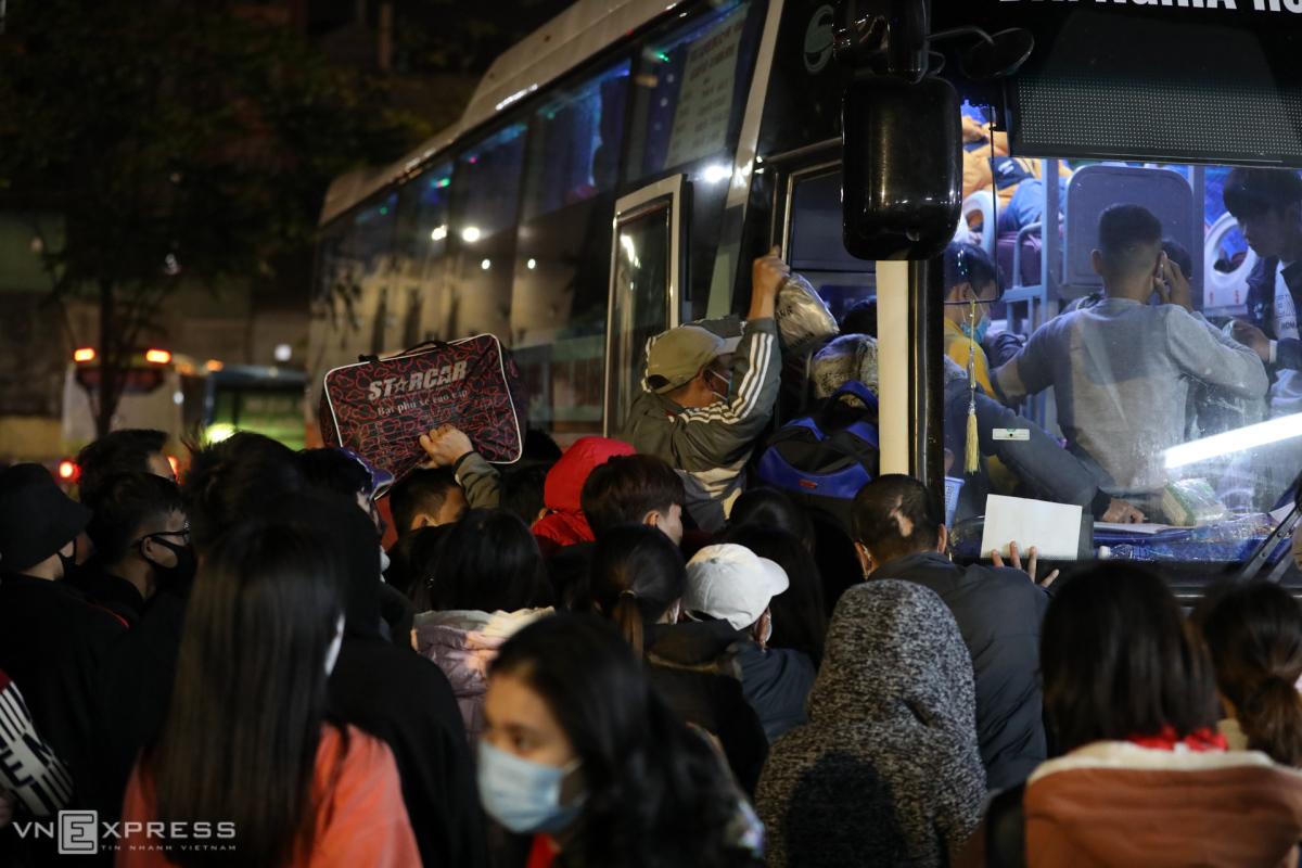 Đường Hà Nội, TP HCM kẹt cứng ngày cuối năm