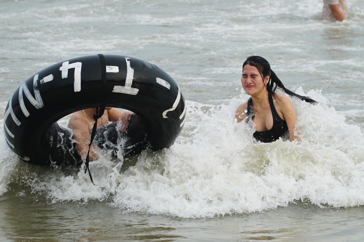 Biển Vũng Tàu đông khách trong ngày nghỉ lễ