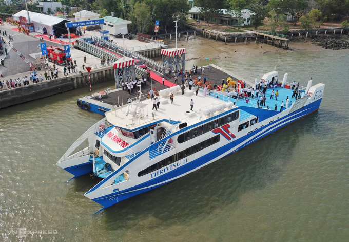 Sea ferry stops at Tac Suat wharf, Can Gio district, in the morning of January 4.  Photo: Quynh Tran.