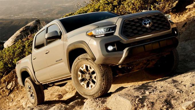 Tacoma, mẫu bán tải cỡ trung bán 238.806 xe trong năm 2020. Ảnh: Toyota