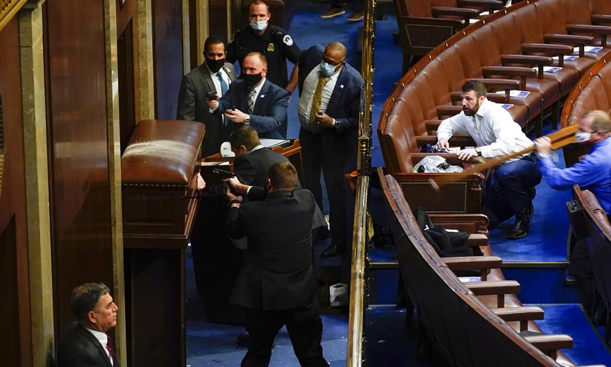 Cuộc biểu tình bùng phát thành bạo lực tại Đồi Capitol