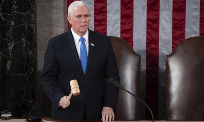 Pence tuyên bố Biden thắng