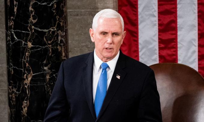 Phó tổng thống Mỹ Mike Pence chủ trì phiên họp chung tại quốc hội hôm 6/1. Ảnh: AFP.