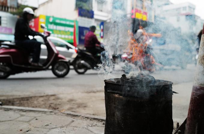 Thành phố đưa ra mục tiêu 100% quận, huyện, thị xã không sử dụng bếp than tổ ong. Ảnh: Ngọc Thành.