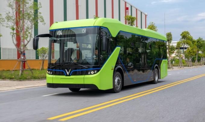 Xe buýt điện của VinFast trong nhà máy tại Hải Phòng.
