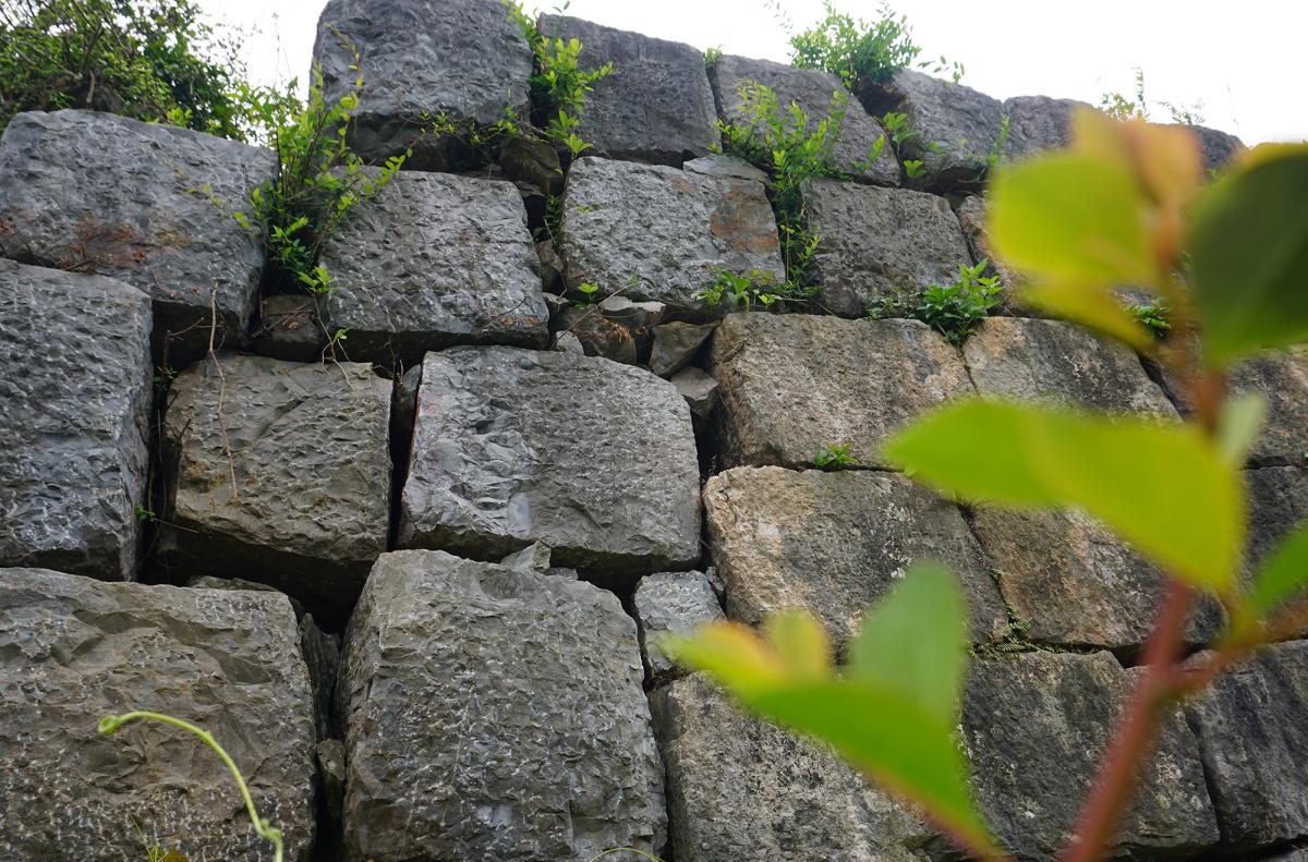 Tường đá phía Bắc thành nhà Hồ sạt lở