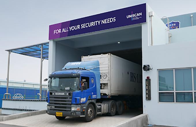 Các container xuất nhập khẩu được kiểm tra tự động tại cửa khẩu.