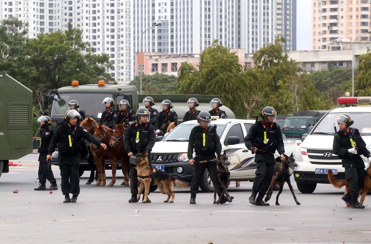 Kỵ binh lần đầu diễn tập chống biểu tình