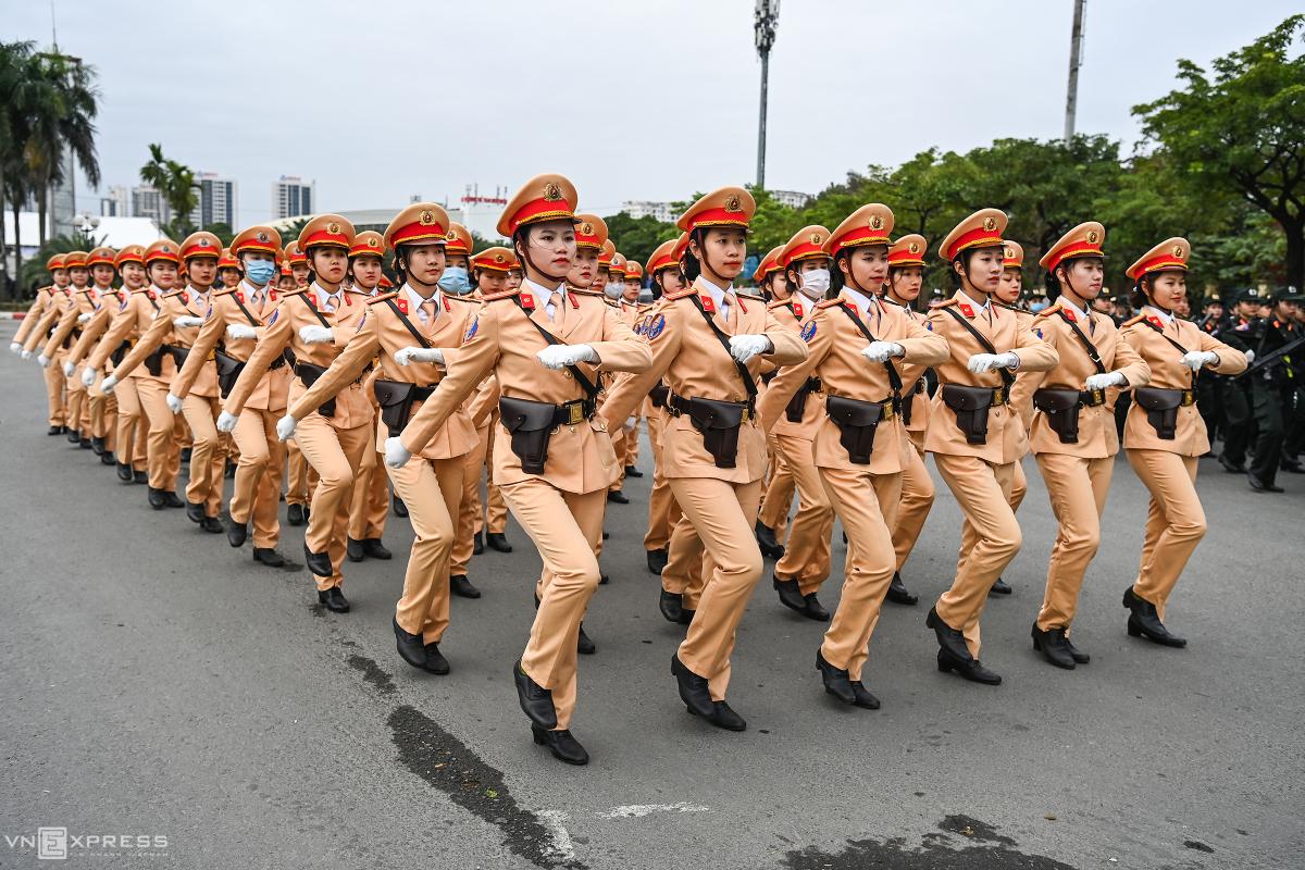 Xe bọc thép cùng 6.000 người xuất quân bảo vệ Đại hội Đảng