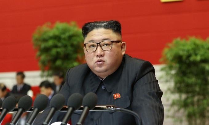 Lãnh đạo Triều Tiên Kim Jong-un phát biểu hôm 6/1, ngày làm việc thứ hai của đại hội đảng Lao động Triều Tiên ở Bình Nhưỡng. Ảnh: KCNA.