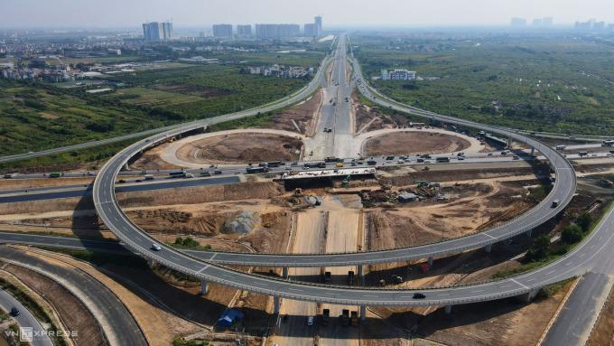 Nút giao giữa đường Vành đai 3 với đường ô tô cao tốc Hà Nội-Hải Phòng là công trình trọng điểm của thành phố Hà Nội. Ảnh: Bá Đô.