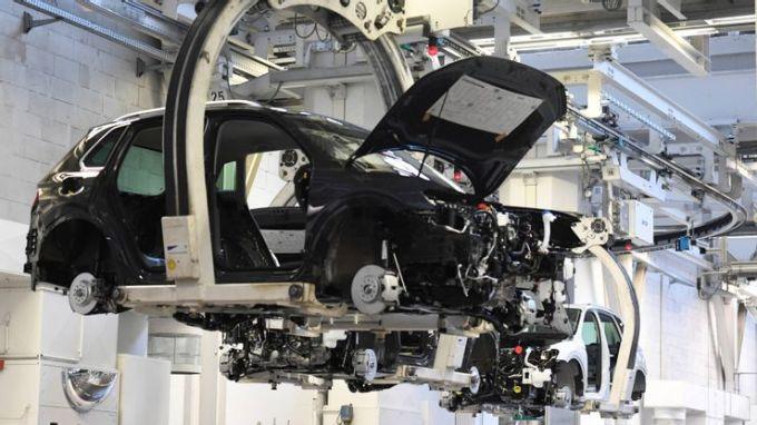 Một dây chuyền sản xuất xe hơi. Ảnh: Asianikkei