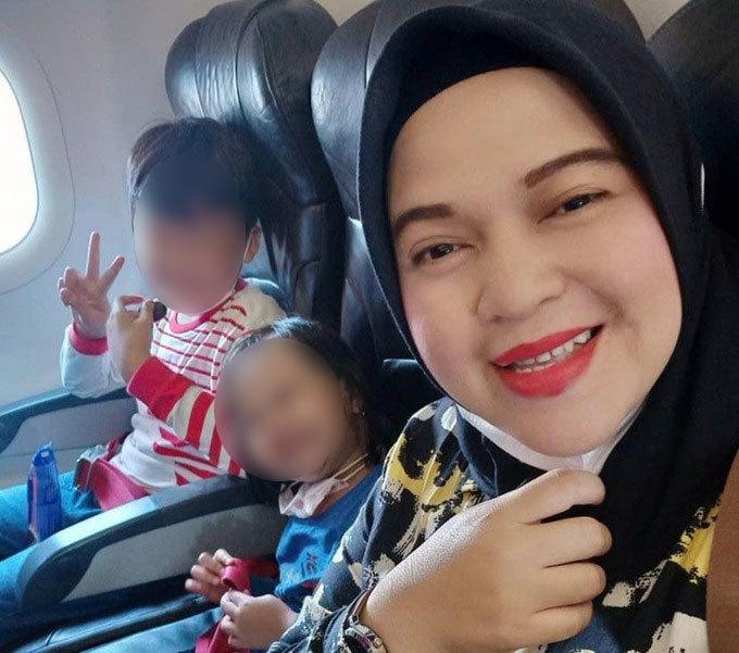 Ratih Windania, người mẹ mang thai 4 tháng cùng hai con nhỏ trên chuyến bay SJ 182 hôm 9/1. Ảnh: Instagram/Windania