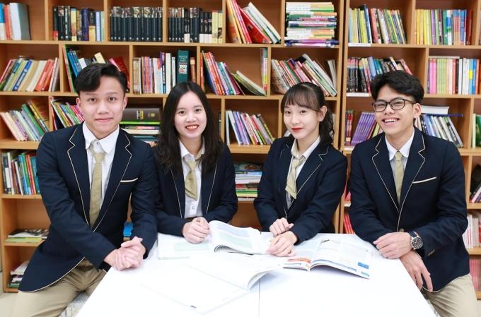 Học sinh trường THPT Phan Huy Chú-Đống Đa, Hà Nội, trong thư viện của trường. Ảnh: Fanpage trường THPT Phan Huy Chú-Đống Đa