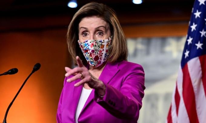 Chủ tịch Hạ viện Mỹ Nancy Pelosi phát biêu trong cuộc họp báo tại thủ đô Washington, ngày 7/1. Ảnh: Reuters.