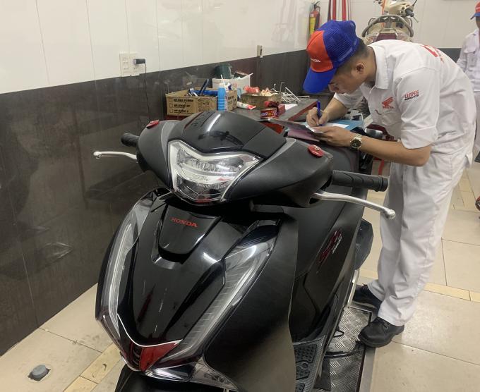 Honda SH 2019 chuẩn bị giao cho khách. Ảnh:Huy Mạnh