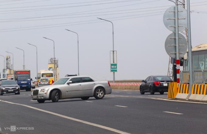 Nhiều tài xế vi phạm giao thông trên cầu Thăng Long | Sai Gon Economy - Kênh thông tin kinh tế Sài Gòn