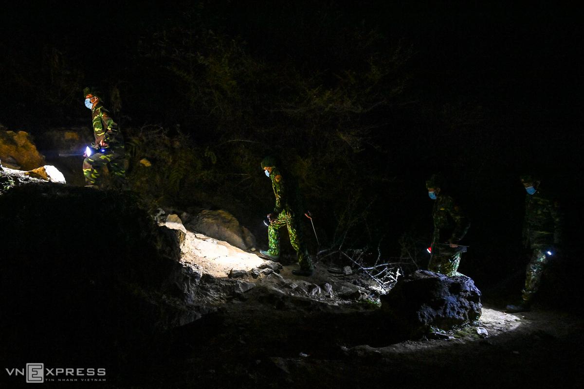 Tuần tra trong đêm đông âm 2 độ C