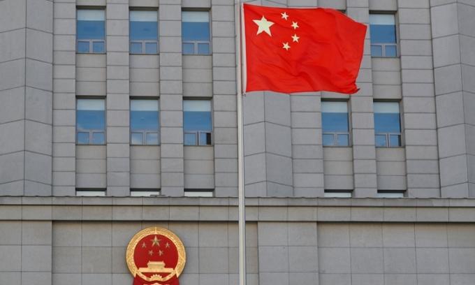 Quốc kỳ Trung Quốc tung bay ở thủ đô Bắc Kinh hôm 11/9/2020. Ảnh: Reuters.