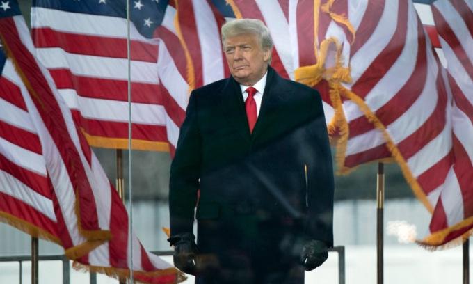 Trump xuất hiện trước người ủng hộ gần Nhà Trắng hôm 6/1. Ảnh: AFP.