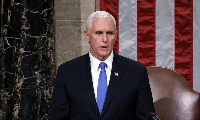 Phó Tổng thống Mỹ Mike Pence trong phiên họp của Thượng viện, ngày 7/1. Ảnh:Reuters.