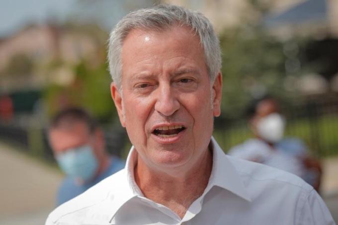Thị trưởng New York Bill de Blasio ở Brooklyn tháng 9/2020. Ảnh: Reuters.