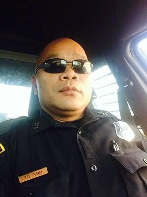 Sĩ quan cảnh sát Tam Dinh Pham. Ảnh: KPRC Click2Houston.