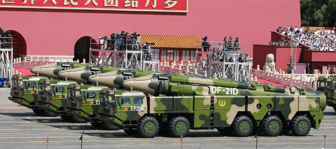 Tên lửa DF-21D duyệt binh tại thủ đô Bắc Kinh của Trung Quốc. Ảnh: AP.