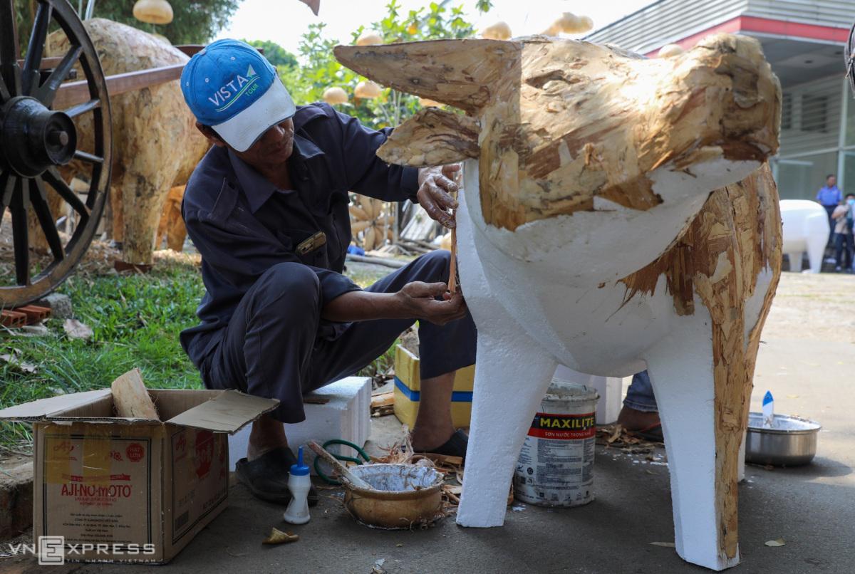 Mô hình đàn trâu trước ngày ra đường hoa Nguyễn Huệ