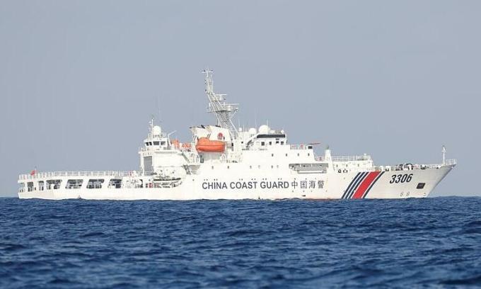 Tàu hải cảnh Trung Quốc tại Biển Đông tháng 4/2017. Ảnh: Reuters.