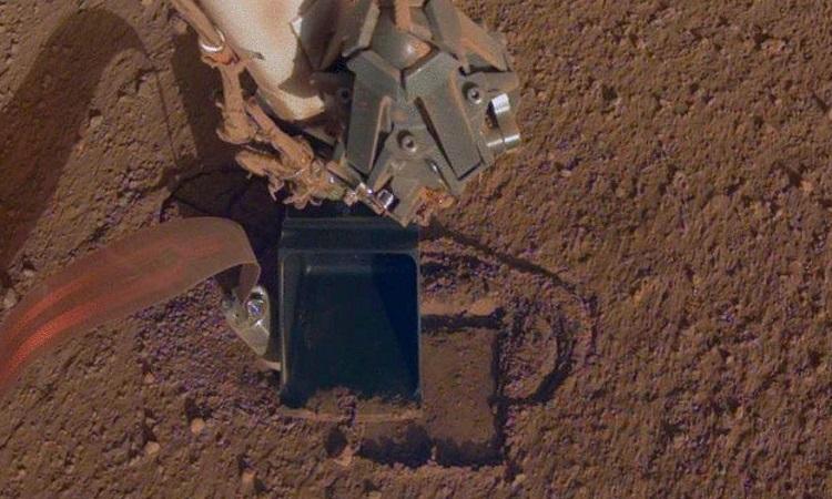 Robot đào đất của NASA 'chết' sau 2 năm trên sao Hỏa