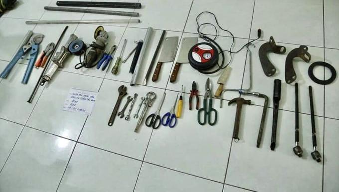 Dụng cụ nhóm trộm dùng bẻ khóa cửa hàng, đột nhập. Ảnh: Công an cung cấp.