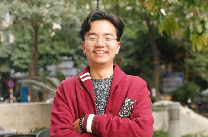 Nguyễn Trần Đức Anh, học sinh lớp 12 Anh 1, trường THPT chuyên Hà Nội-Amsterdam, giành học bổng của Đại học Rice, Mỹ. Ảnh: Thanh Hằng