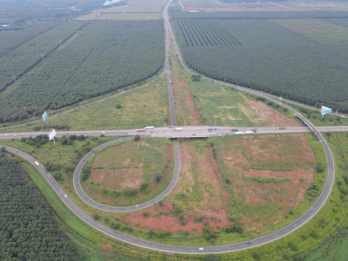 Nút giao cao tốc TP HCM - Long Thành - Dầu Giây với quôc lộ 1 tại huyện Thống Nhất. Ảnh: Phước Tuấn