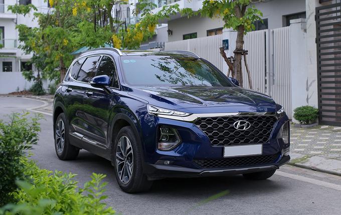 Hyundai Santa Fe, xe bán chạy nhất phân khúc, lăn bánh tại Hà Nội. Ảnh: Ngọc Tuấn