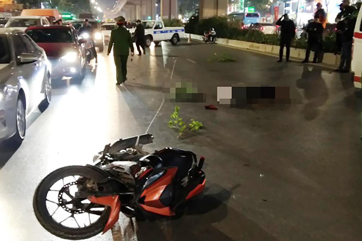 Thanh niên đi xe máy đâm chết hai người sang đường