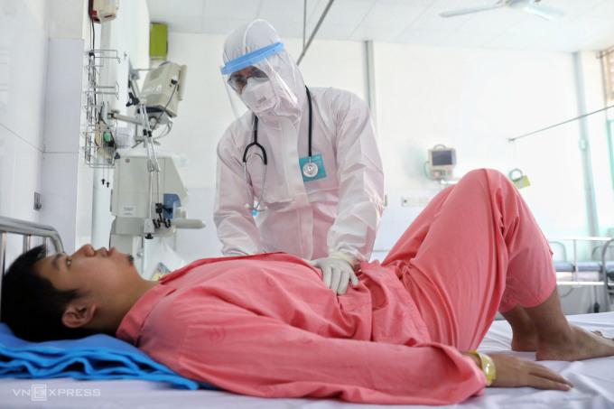 Bệnh nhân người Trung Quốc Li Zichao khi đang điều trị ở Bệnh viện Chợ Rẫy, tháng 2/2020. Ảnh: Hữu Khoa.