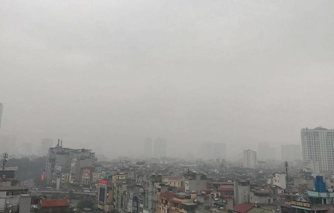 Không thể nhìn rõ những toà nhà phía xa do mây mù. Ảnh: N.T