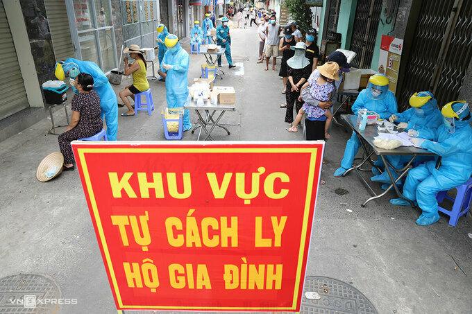 Đà Nẵng tổ chức xét nghiệm cho người dân, tháng 9/2020. Ảnh: Nguyễn Đông.